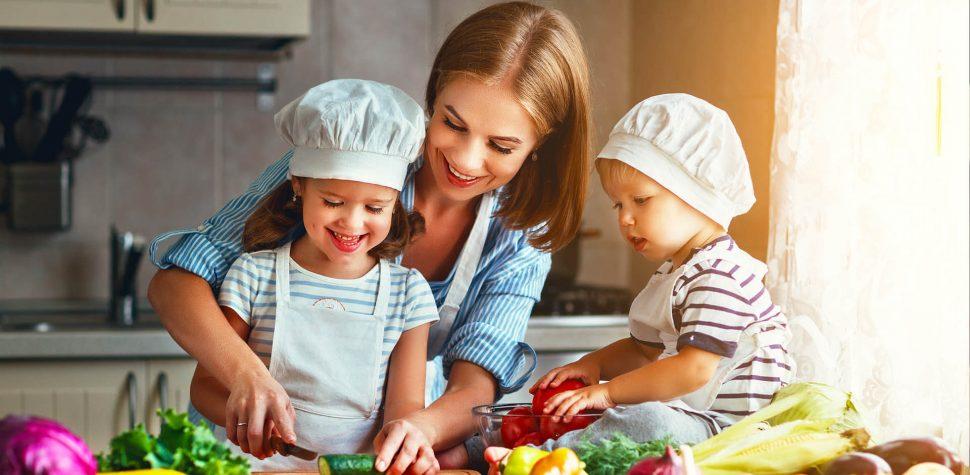 تاثیر والدین در غذا خوردن کودکان